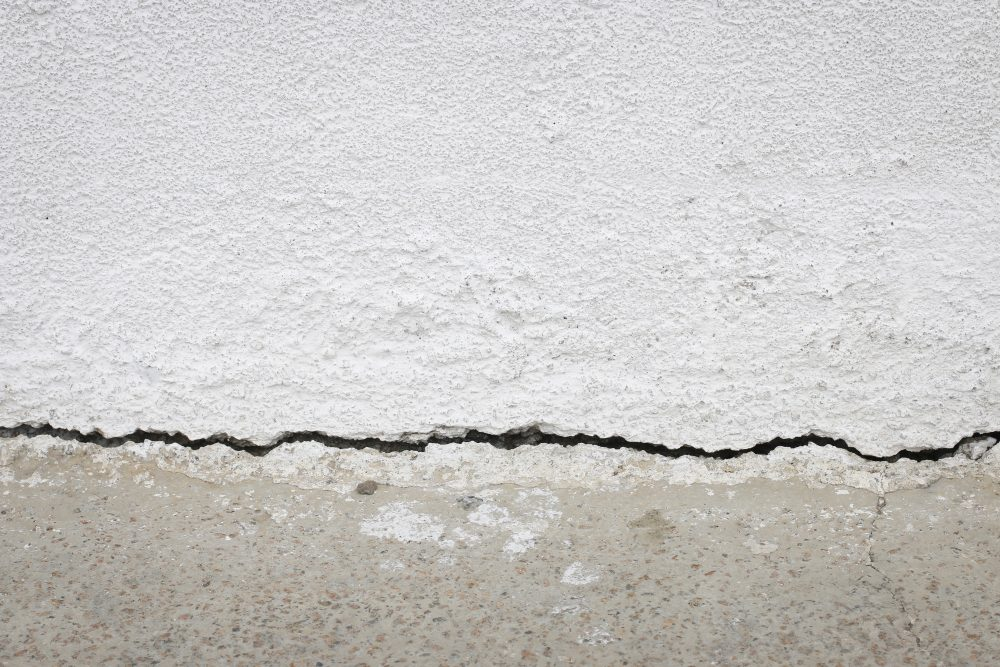 Can You Repair Foundation Cracks When It is Wet?